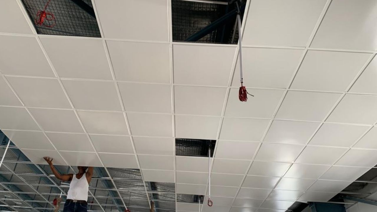 Tile type metal false ceiling