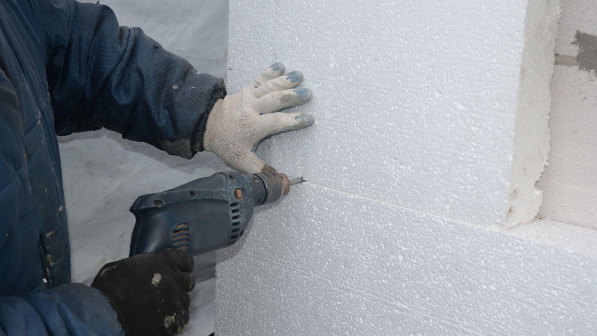 Polystyrene board for thermal bridging