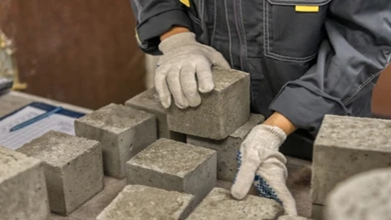Compressive strength test of concrete